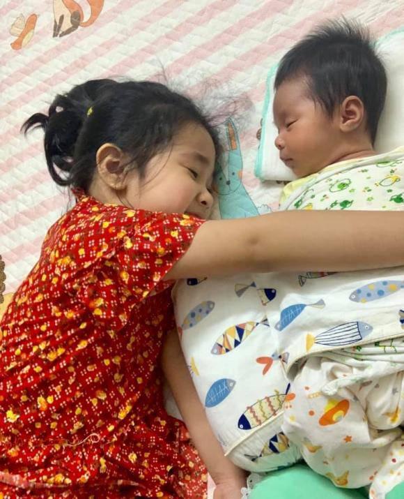 Tổ chức tiệc đầy tháng cho con, nhan sắc bỉm sữa của vợ Tự Long gây chú ý-7