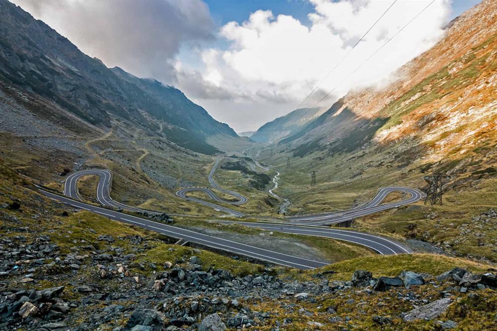 9 cung đường đèo nguy hiểm thế giới, thách thức mọi tay lái-1