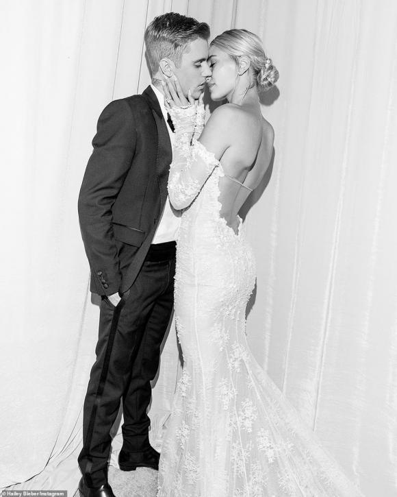 Một tuần sau đám cưới thế kỷ, dân tình mới được ngắm chiếc váy cưới siêu lộng lẫy của bà xã Justin Bieber-1
