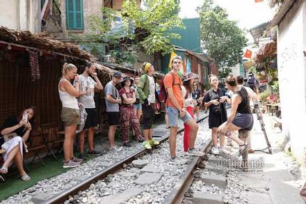 Hà Nội xóa sổ các quán cà phê đường tàu