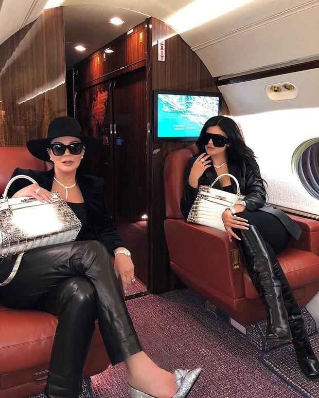 Đệ nhất mỹ nhân Hàn Kim Hee Sun khoe khéo túi da cá sấu bạch tạng quý hiếm như Kylie Jenner-4