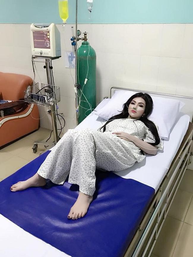 Đang nằm viện, nghe tin bạn trai tới thăm, cô gái bật dậy trang điểm nhưng nhìn khuôn mặt sau đó ai nấy đều hết hồn-2