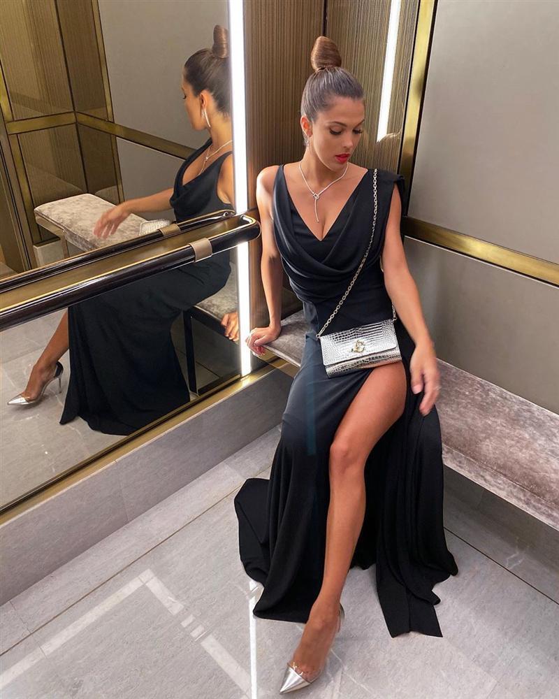 Bản tin Hoa hậu Hoàn vũ 8/10: Hoàng Thùy khoe ngực sexy nhưng đáng tiếc spotlight lại thuộc về Iris-1