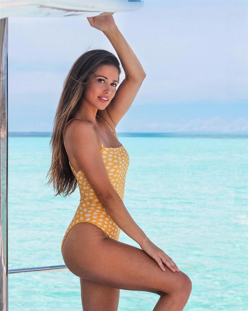 Bản tin Hoa hậu Hoàn vũ 8/10: Hoàng Thùy khoe ngực sexy nhưng đáng tiếc spotlight lại thuộc về Iris-10