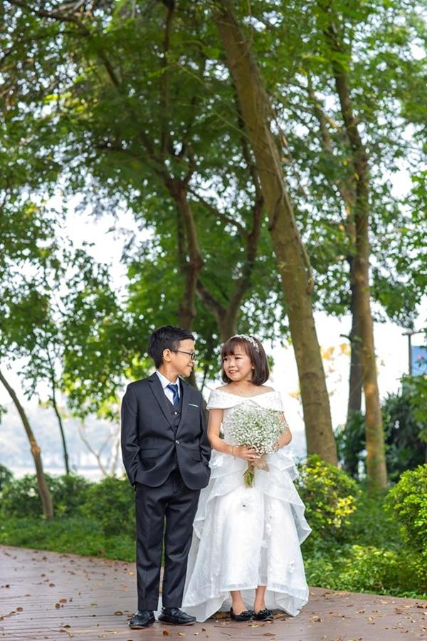 Cặp đôi tí hon nhất Việt Nam khoe ảnh cưới, dân mạng giật mình vì thân hình quá giống học sinh-3