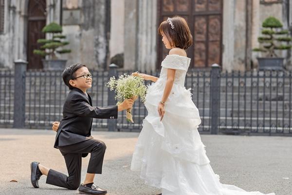 Cặp đôi tí hon nhất Việt Nam khoe ảnh cưới, dân mạng giật mình vì thân hình quá giống học sinh-4