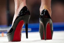 Vì đâu giày cao gót Christian Louboutin lại có giá trên trời?