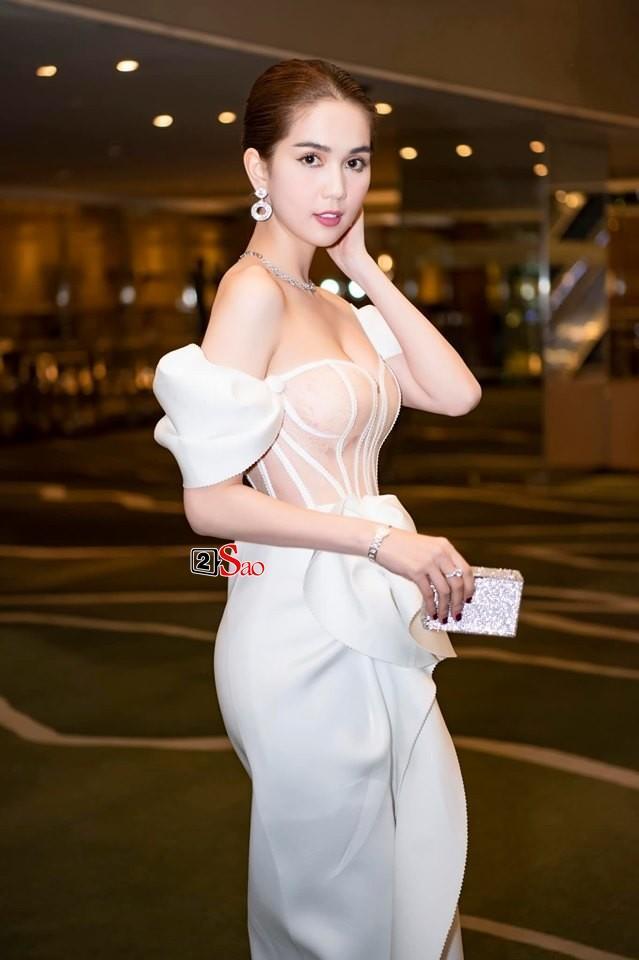 Ngọc Trinh nửa kín nửa hở với corset xuyên thấu quấn khăn, gợi nhớ bộ đồ thị phi từng mặc ở Cannes-6