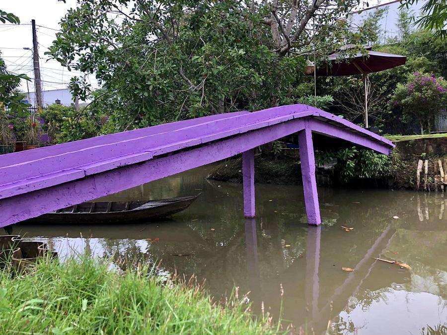 Cư dân mạng bấn loạn vì căn nhà màu tím lịm nổi bật cả một vùng trời-6