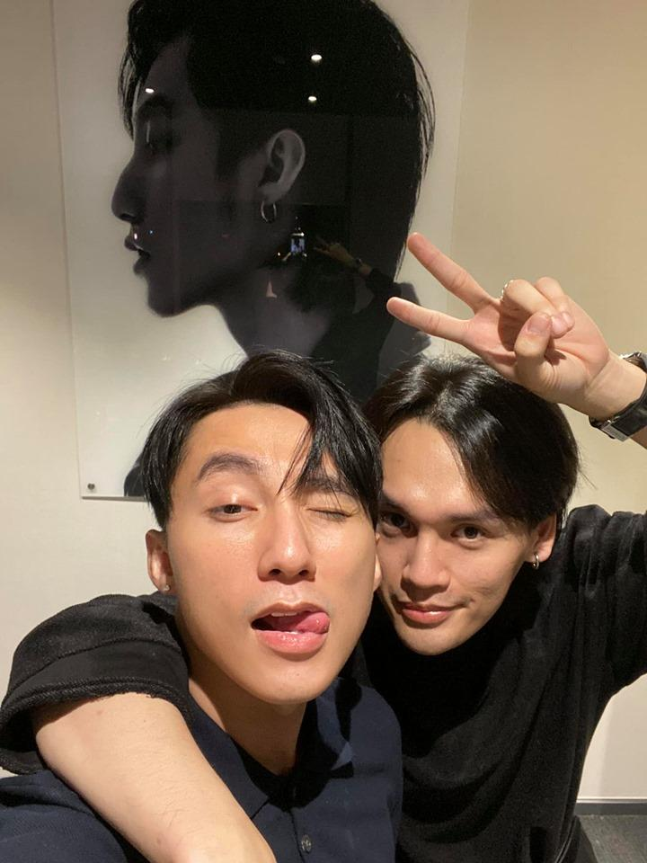 Selfie thân thiết cùng chủ tịch Sơn Tùng, Nguyễn Trần Trung Quân gầy rộc không nhận ra-1