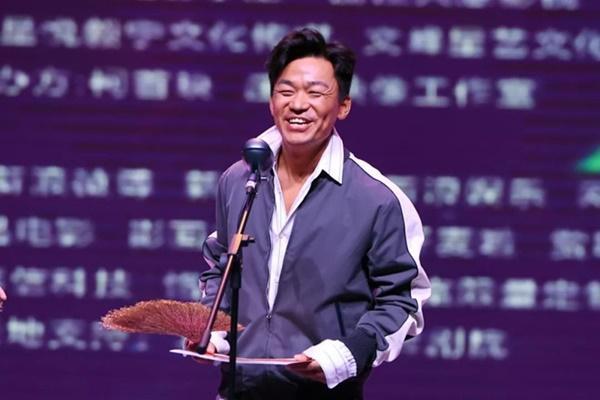 Vương Bảo Cường, Lưu Diệc Phi xấu hổ khi nhận giải điện ảnh tệ nhất-5