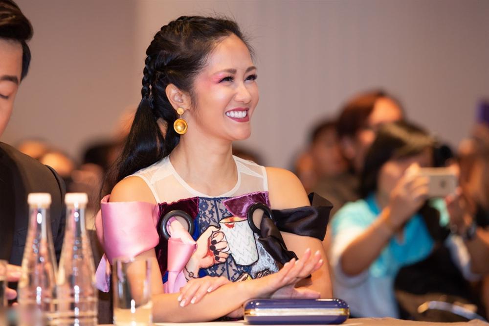 Ngẫu hứng hát bolero cùng Lệ Quyên nhưng Diva Hồng Nhung lại dọa ma fan bằng vẻ ngoài đáng sợ-1