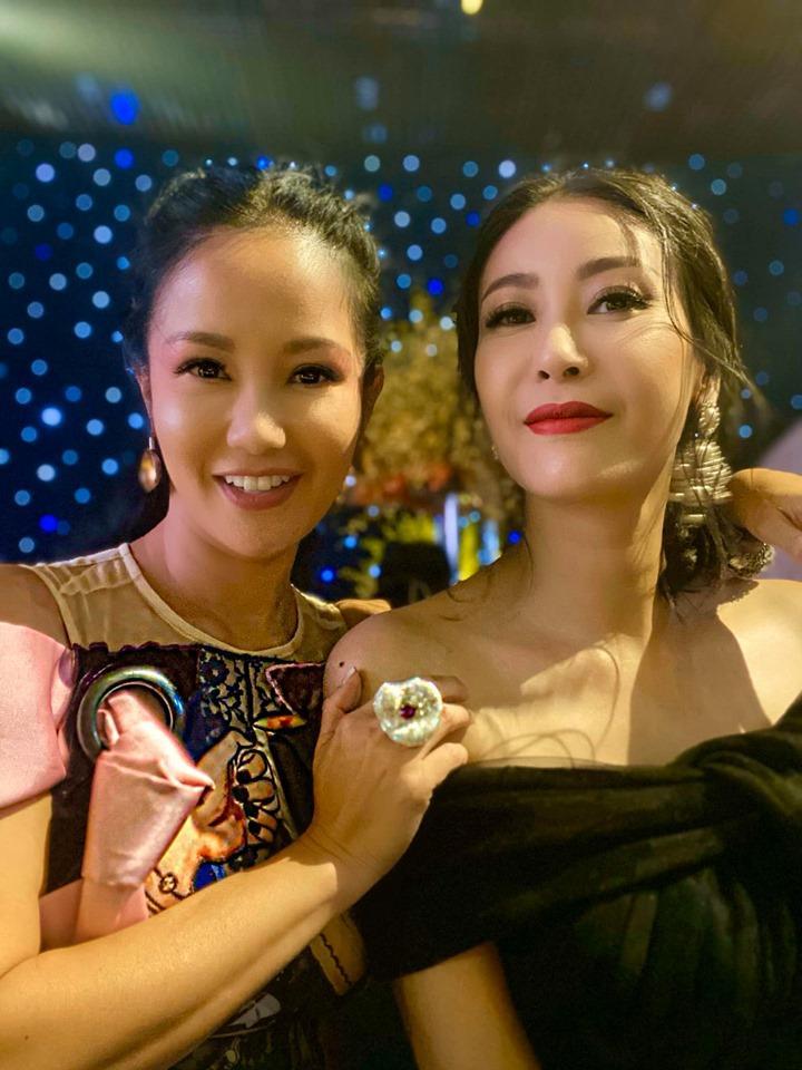 Ngẫu hứng hát bolero cùng Lệ Quyên nhưng Diva Hồng Nhung lại dọa ma fan bằng vẻ ngoài đáng sợ-2