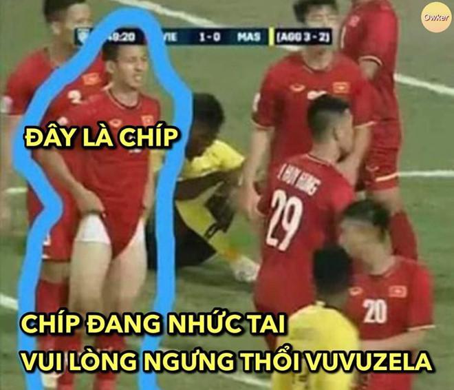 Ảnh chế Văn Lâm muốn rảnh để uống tà tưa trước trận gặp Malaysia-8