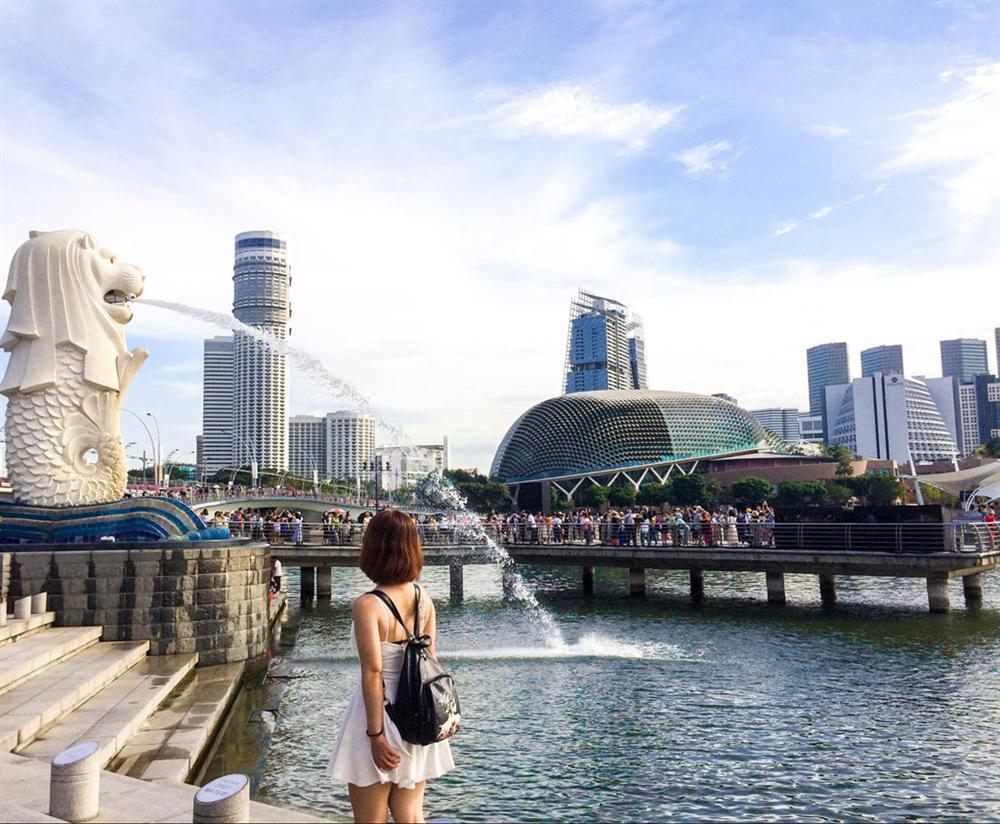 VZN News: Singapore, Pháp phạt tiền, bỏ tù người khỏa thân nơi du lịch-1