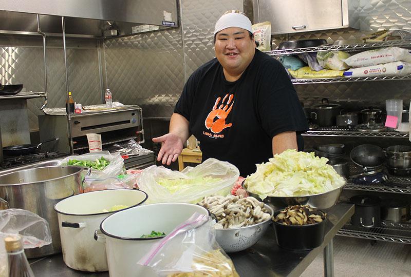 Món lẩu tốn hàng cân thịt dành cho võ sĩ sumo có gì đặc biệt?-2