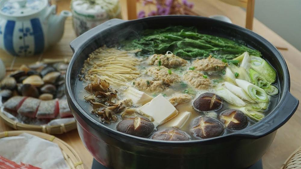 Món lẩu tốn hàng cân thịt dành cho võ sĩ sumo có gì đặc biệt?-5