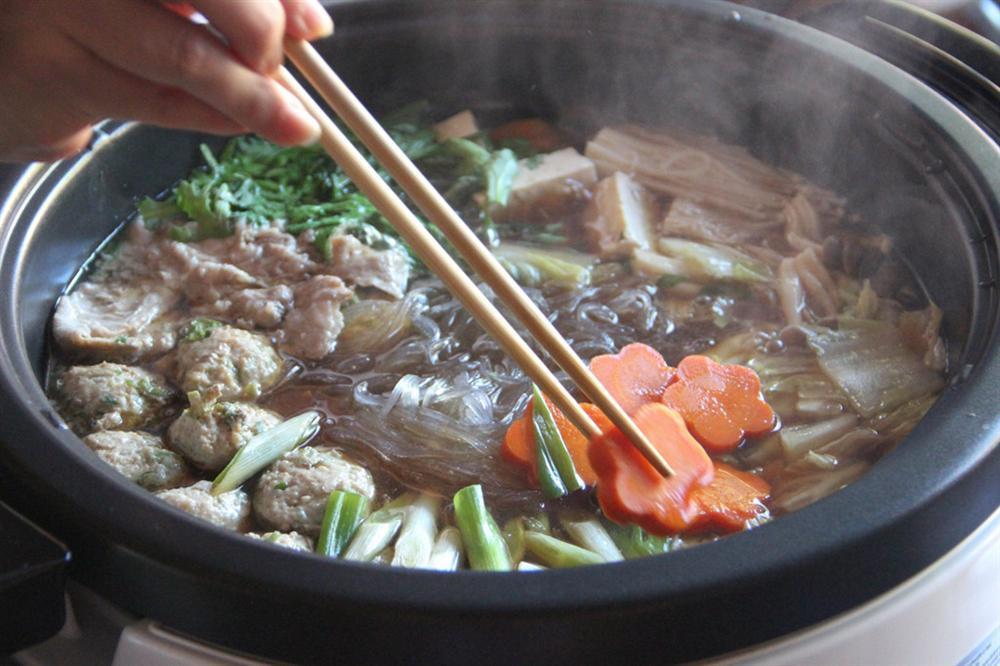 Món lẩu tốn hàng cân thịt dành cho võ sĩ sumo có gì đặc biệt?-7
