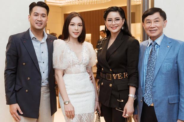 Đưa bạn gái về ra mắt nhưng nhan sắc đẹp lấn át cả nàng dâu tương lai của mẹ hai Phillip Nguyễn mới ấn tượng-2