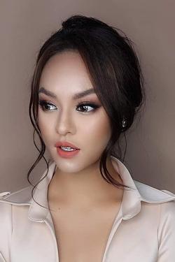 Thánh 'ăn' make-up mới của showbiz Việt gọi tên Mai Ngô