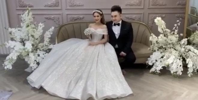 Hé lộ ảnh cưới chụp vội của streamer giàu nhất Việt Nam và bạn gái kém 13 tuổi-3