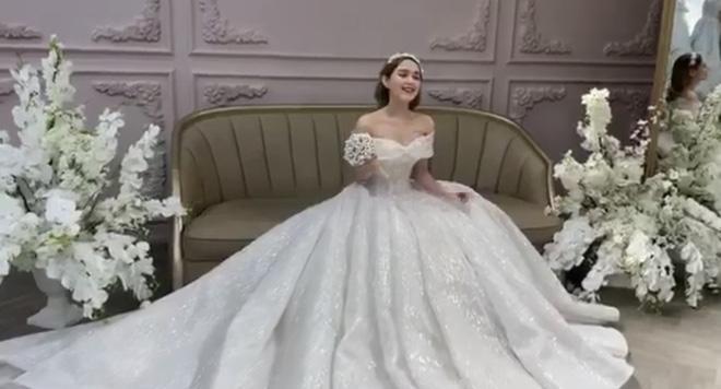 Hé lộ ảnh cưới chụp vội của streamer giàu nhất Việt Nam và bạn gái kém 13 tuổi-4