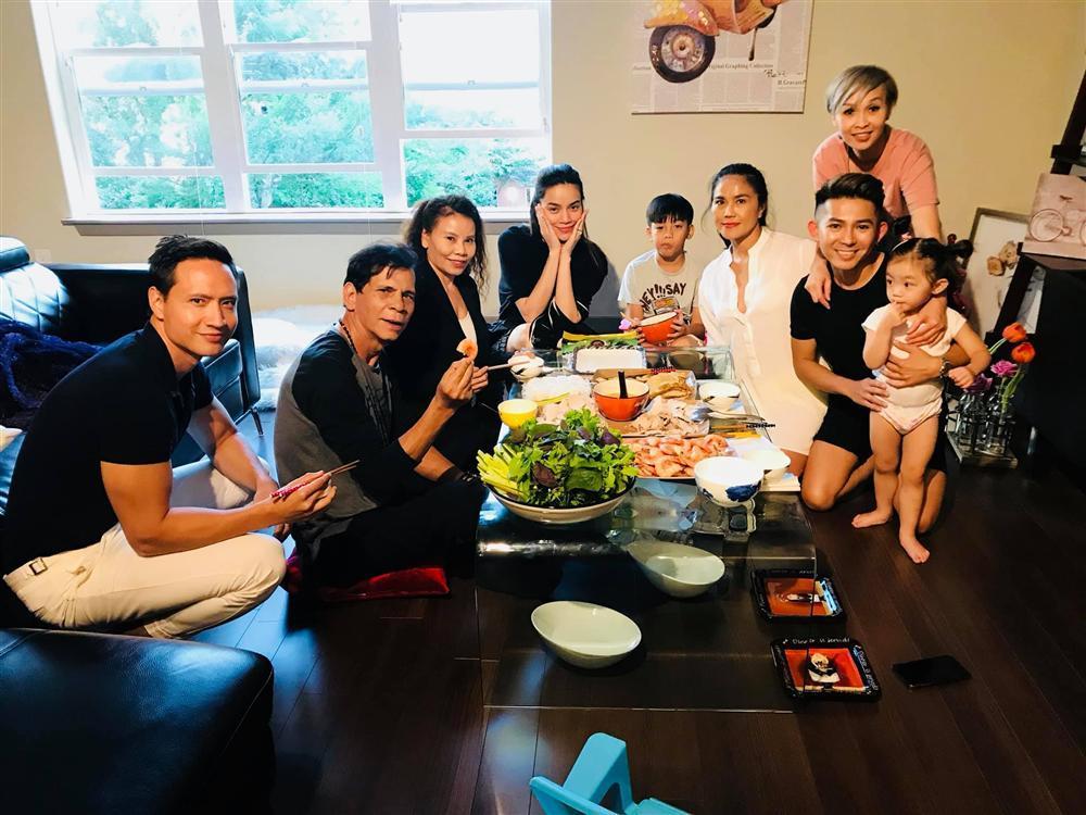 Clip HOT NHẤT hôm nay: Kim Lý gọi mẹ ngọt xớt chúc mừng sinh nhật phụ huynh Hồ Ngọc Hà-3