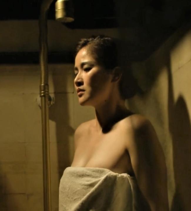 Vợ cũ Phan Thanh Bình bị tụt khăn, Hà Tăng suýt lộ ngực khi đóng cảnh tắm trong phim-1