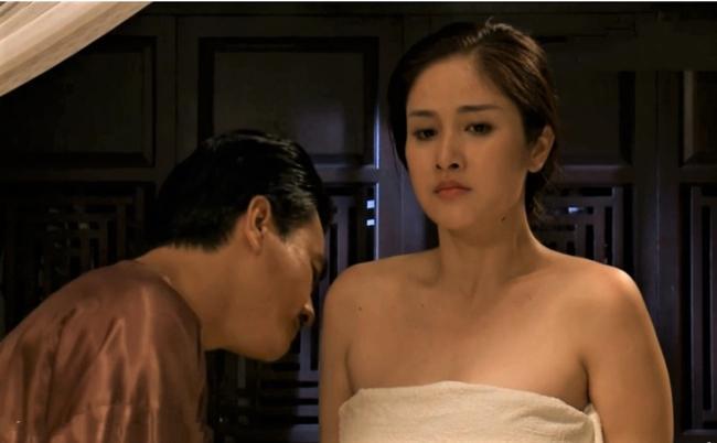 Vợ cũ Phan Thanh Bình bị tụt khăn, Hà Tăng suýt lộ ngực khi đóng cảnh tắm trong phim-2