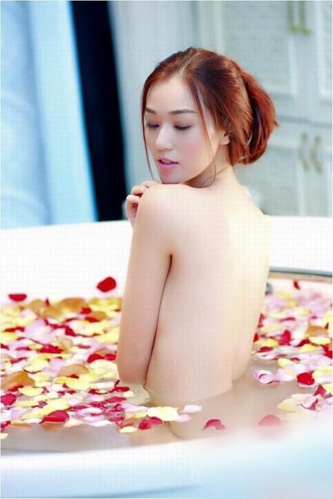 Vợ cũ Phan Thanh Bình bị tụt khăn, Hà Tăng suýt lộ ngực khi đóng cảnh tắm trong phim-9