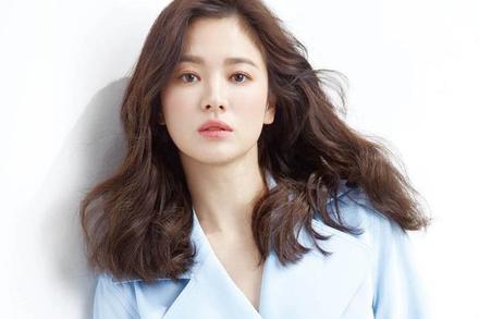 Song Hye Kyo được khen ngợi khi liên tục làm từ thiện
