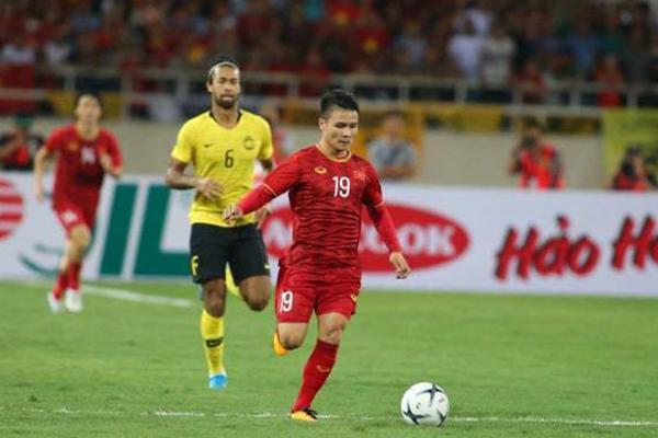 Sau nhiều pha để CĐV ăn mừng hụt, Quang Hải đốt cháy sân Mỹ Đình khi ghi bàn vào lưới Malaysia-1