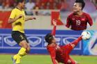 Chọc thủng lưới Malaysia, khoảnh khắc ngả người sút bóng của Quang Hải được CĐV chia sẻ rầm rộ