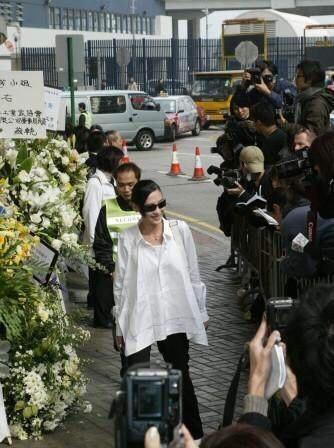 Trương Bá Chi bị chỉ trích vì cười ở tang lễ Mai Diễm Phương-2