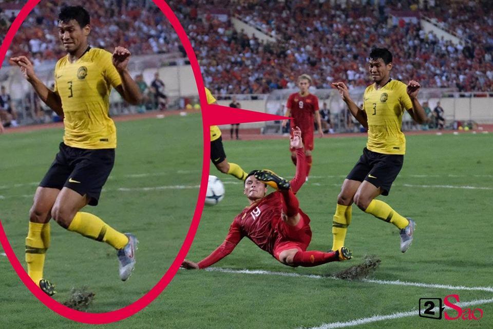 Lan truyền tư thế né cú sút được ví như điệu bộ quỷ sứ của trung vệ Malaysia-1