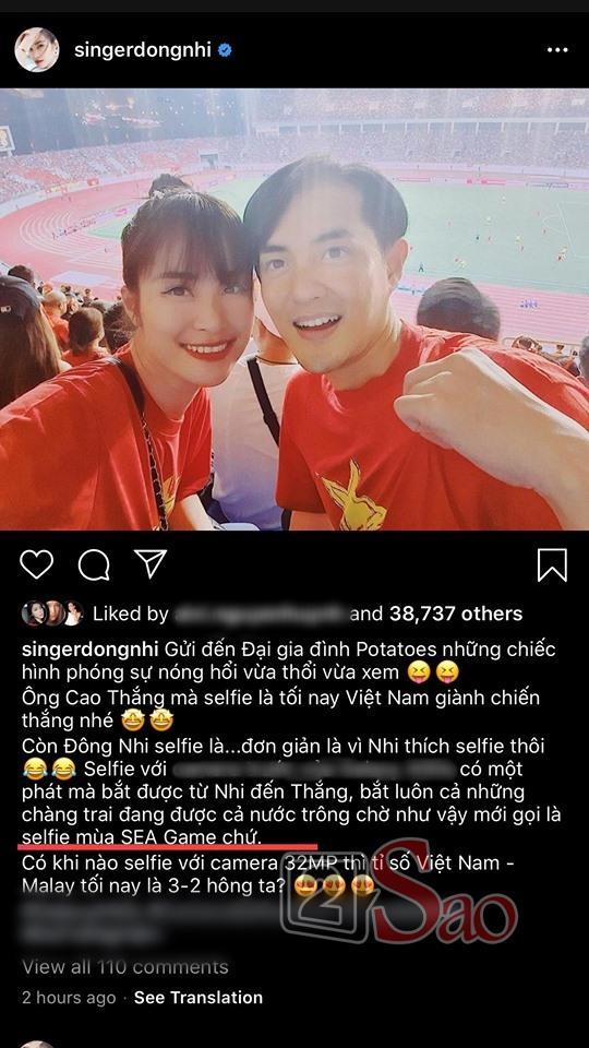 Đông Nhi tẽn tò khi nhanh tay viết nhầm World Cup thành SEA Games khi mặc áo đôi cổ vũ đội tuyển Việt Nam cùng Ông Cao Thắng-1