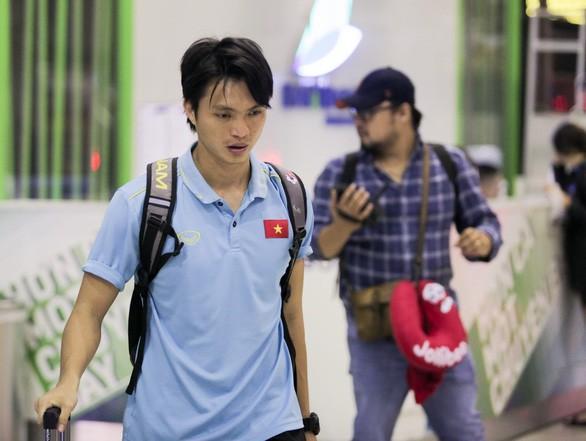 Không ngại va chạm, hình ảnh Tuấn Anh nén đau di chuyển khi đàn em ghi bàn làm triệu fans lo lắng-5