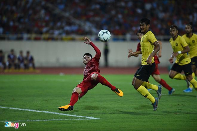 Cầu thủ Malaysia hóa meme của dân mạng sau điệu nhảy xòe cánh-1
