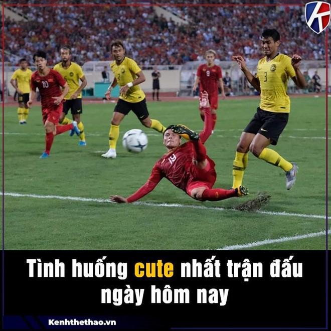Cầu thủ Malaysia hóa meme của dân mạng sau điệu nhảy xòe cánh-3