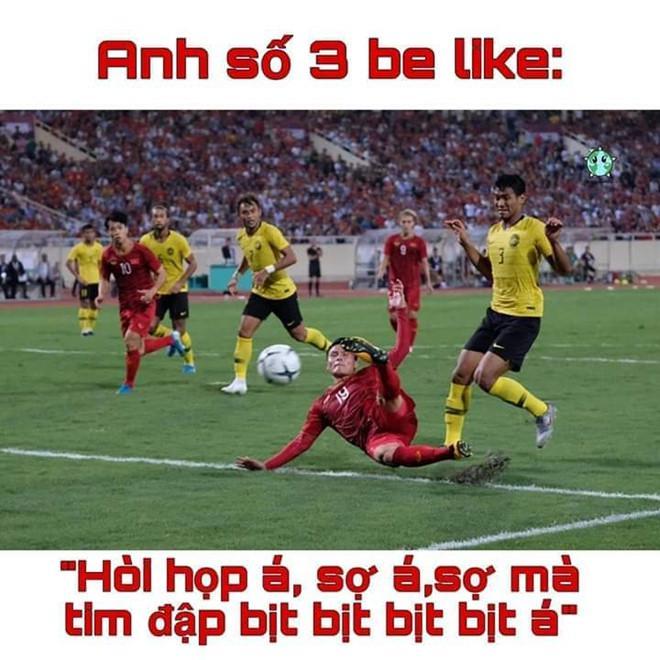 Cầu thủ Malaysia hóa meme của dân mạng sau điệu nhảy xòe cánh-6