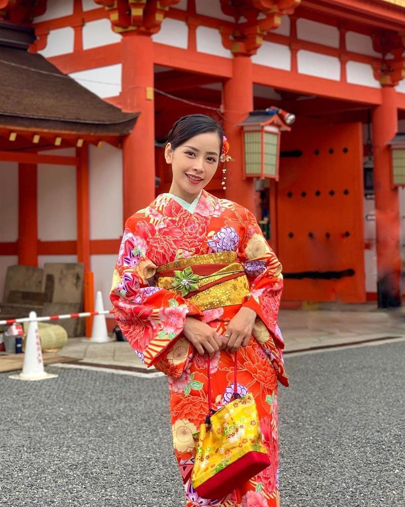 Chị chị em em Chi Pu - Thanh Hằng lên đồ đối lập: Em diện kimono - chị hơi hướng menswear-1