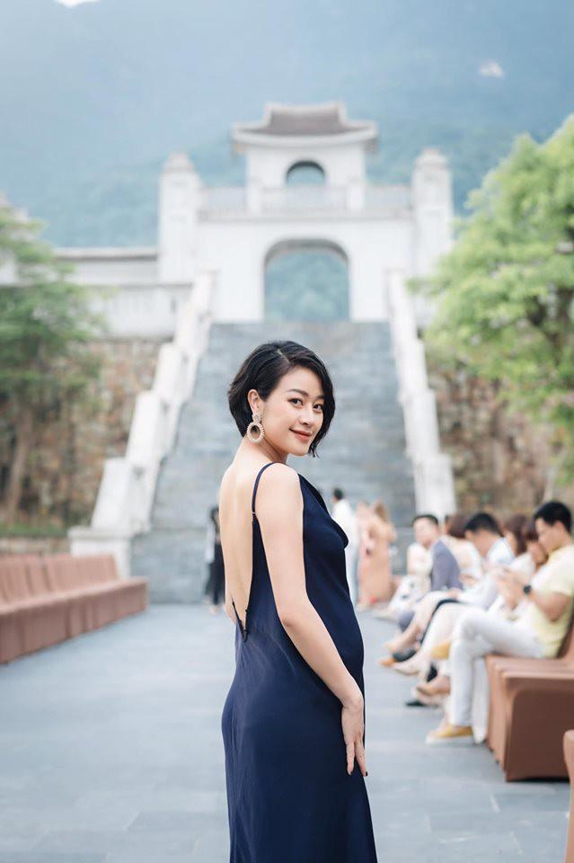 Ngoại hình đổi khác sau 4 tháng lấy chồng, MC Phí Linh vẫn làm bao người ngưỡng mộ bởi thần thái quá chảnh-5