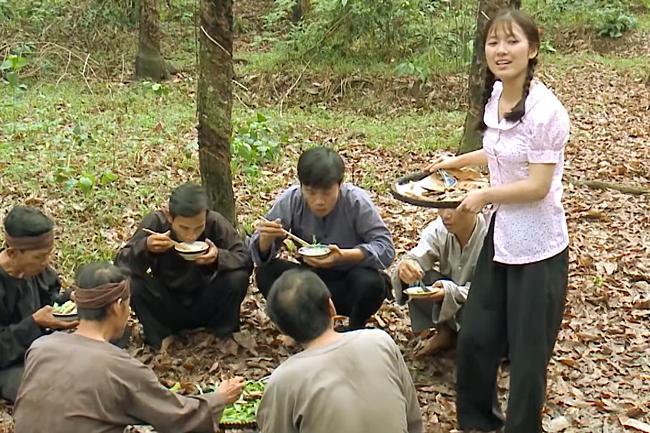 Nhật Kim Anh lên tiếng khi bị chỉ trích nấu ăn sống nhăn nhở trong Tiếng Sét Trong Mưa tập 34-5