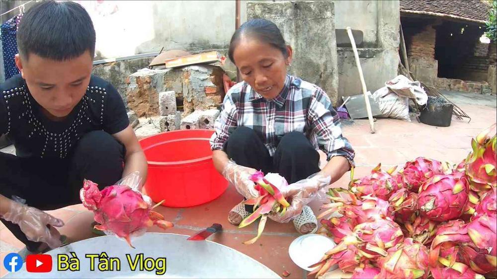 Làm món kem thanh long siêu to khổng lồ, bà Tân Vlog lại bị dân mạng bắt bẻ vì lý do khó ngờ-2