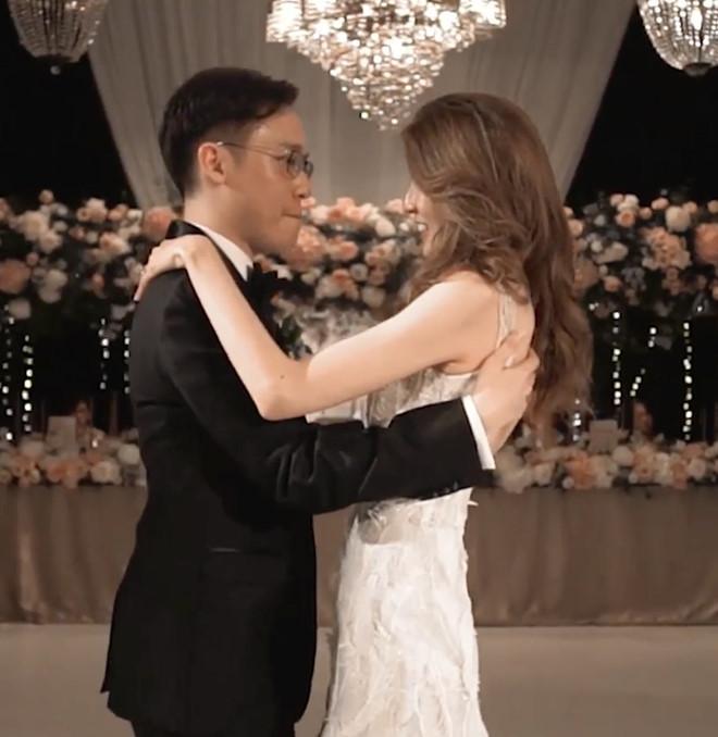 Đôi trẻ Trung Quốc lên báo quốc tế vì chi 44.000 USD cho váy cưới-3