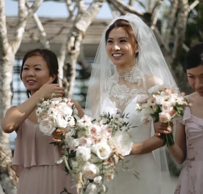 Đôi trẻ Trung Quốc lên báo quốc tế vì chi 44.000 USD cho váy cưới-4
