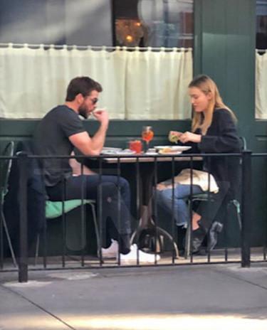 Liam Hemsworth hẹn hò với sao nữ gợi cảm sau ly hôn-2