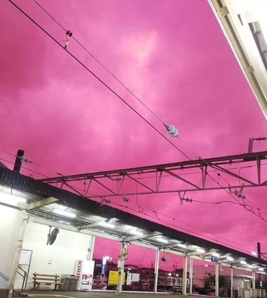 Bầu trời Nhật Bản tím lịm kỳ dị khi siêu bão Hagibis sắp đổ bộ-2