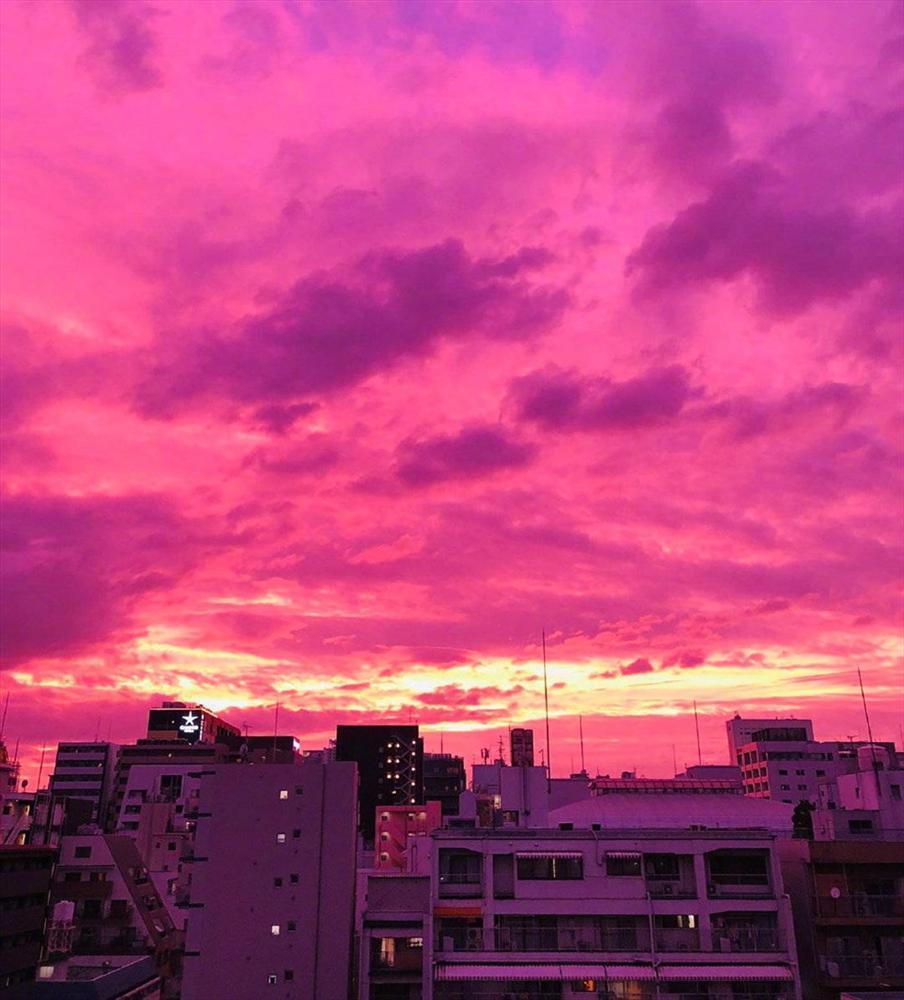 Bầu trời Nhật Bản tím lịm kỳ dị khi siêu bão Hagibis sắp đổ bộ-4