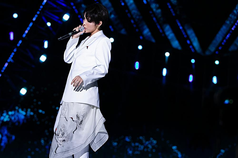 Fan Việt chê bai nhưng khán giả người Mỹ lại khóc khi xem Vũ Cát Tường trình diễn tại Asia Song Festival-2